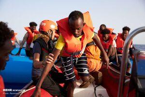 عکس/ نجات پناهجویان از دریا