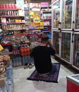 کاسب نماز اول وقت خوان +عکس