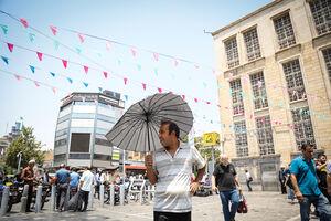 عکس/ آقای بولتون تابستان داغ تهران را ببینید