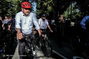 عکس/ دوچرخهسواری حناچی و جهرمی در پارک لاله