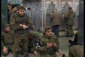 عکس/ نماز سربازان روس در حرم حضرت زینب