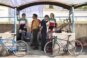 عکس/ دوچرخهسواری بانوان با حضور آقایان!