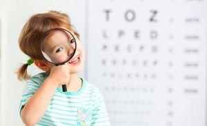 ۸ نشانه که خبر از تنبلی چشم کودکتان را میدهد