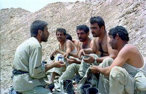 اقدام عجیب فرمانده ایرانی با اسرا + عکس