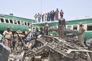 عکس/ برخورد مرگبار دو قطار در پاکستان