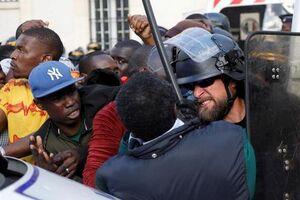 عکس/ درگیری مهاجران با پلیس فرانسه