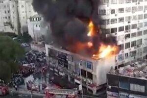 فیلم/ نجات معجزهآسا از شعلههای آتش