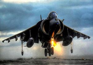 فیلم/ لحظه خطرناک سقوط جنگنده عمودپرواز
