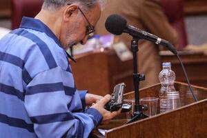 عکس/ دستبهاسلحه شدن نجفی در دادگاه