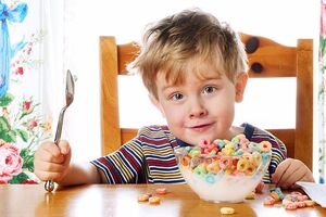 ۴ توصیه به والدین برای تغذیه سالم کودکان