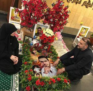 دکتر حسین امیرعبداللهیان در کنار مادر دو شهید لبنانی مدافع حرم