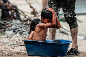 عکس/ آبتنی کودکان فلسطینی