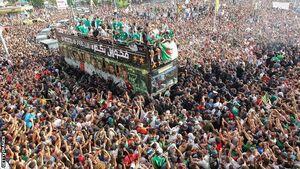 عکس/ استقبال باشکوه الجزایریها از قهرمان آفریقا