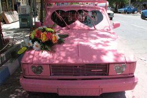 وانت صورتی یک ماشین عروس متفاوت