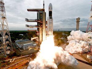 عکس/ پرتاب فضاپیمای هند به کرهماه