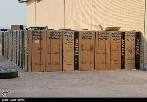 عکس/ اهدای بستههای لوازم خانگی به سیل زدگان