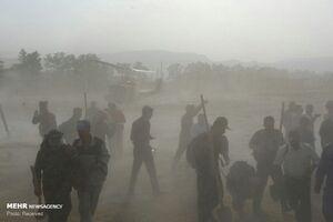 عکس/ امدادرسانی به افراد گرفتار در آتشسوزی جنگلهای خومهزار