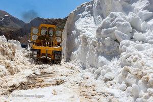 عکس/ برفروبی گردنه عسلکشان در چله تابستان!