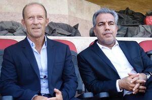 نشست عرب با کالدرون در ورزشگاه شهید کاظمی