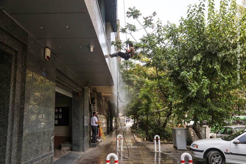نظافت نمای ساختمان ها با آب فشار قوی
