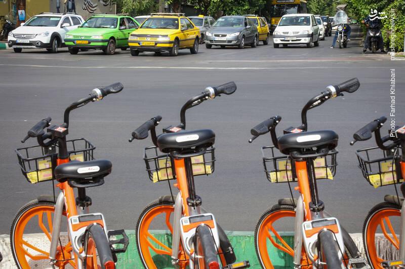 عدم استفاده از دوچرخه و سیستم حمل و نقل عمومی موجب بروز ترافیک ، آلودگی هوا و مصرف بی رویه بنزین می شود