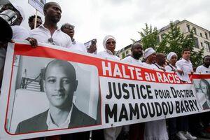 عکس/ خشم مردم فرانسه از قتل یک نخبه