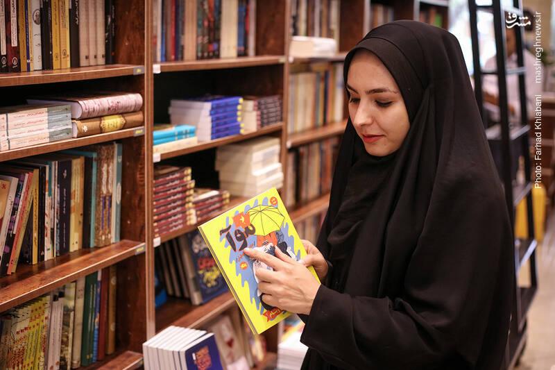سفرنامه های منصور ضابطیان از پیشنهادهای خانم توکلی برای مطالعه است و البته تازه ترین کتابی که او از این مجموعه خوانده، همین کتاب «موآ» است. موآ به معنای باران است به زبان ویتنامی...