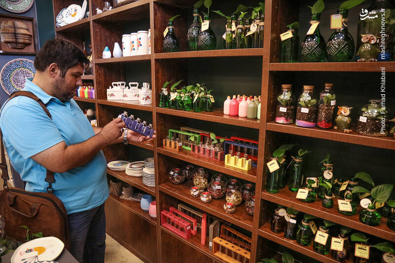 گلدان هایی که نظر هر مشتری را جلب می کنند و قیمت هایشان هم مناسب است.