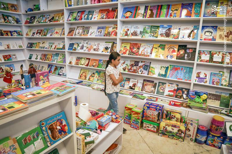 نوع چینش کتاب ها هم در این بخش فرق می کند و مناسب انرژی و حساسیت کودکان است.