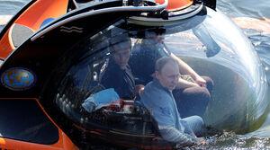 فیلم/ پوتین در محل غرق شدن زیردریایی روس