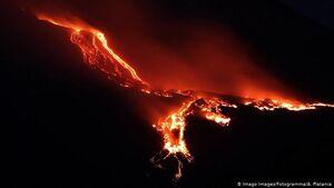 فعال شدن آتشفشان اتنا در ایتالیا