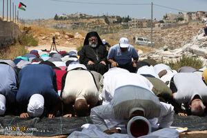 شیش مسیحی در صف نماز جماعت