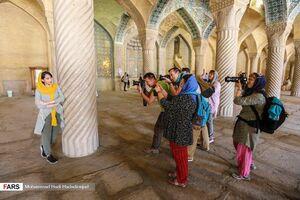 تاثیر رنگ چشم توریستها بر رگ غیرت ایرانیها +عکس