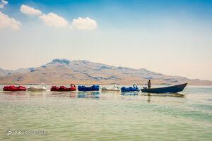 مسافران تابستانی در دریاچه ارومیه