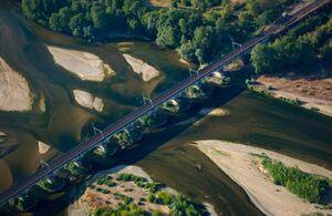 عکس/ خشکسالی بزرگترین رودخانه فرانسه