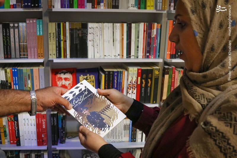 «کلانتری غیرانتفاعی» سومین تجربه مشترک فیلم نامه نویسی سید مهدی شجاعی و بهزاد بهزادپور است که در قالب یک فیلم نامه طنز فانتری از سوی انتشارات کتاب نیستان منتشر شده است.