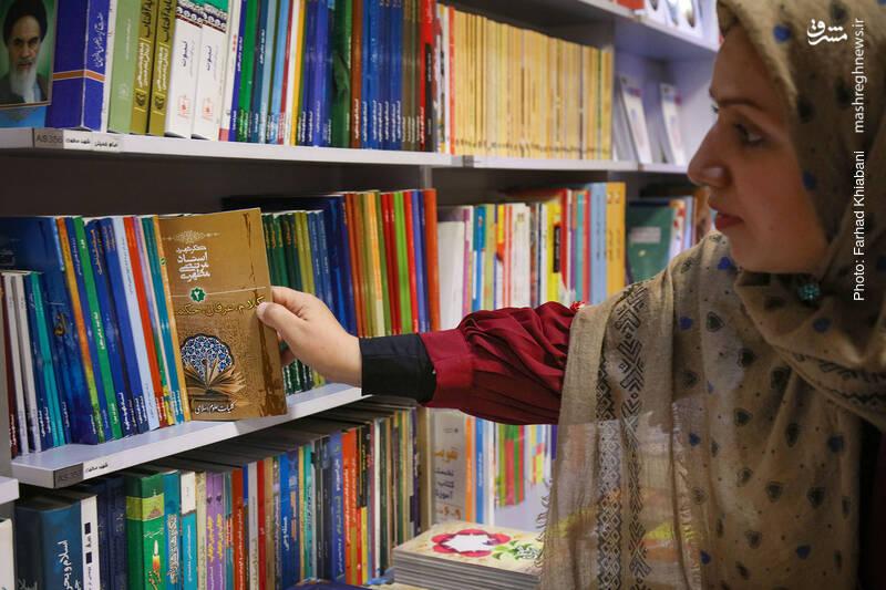 خانم سلیمانی خواندن کتاب های شهید استاد مطهری خصوصا کتاب مسئله حجاب را توصیه می کند. راهنمای کتاب می گوید مسئله حجاب تمام شده... من هم اضافه می کنم، البته کتاب مسئله حجاب، و الا خود مسئله که هنوز پابرجاست...