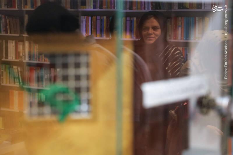 خانم اشرفی همچنان همراه ماست. ویراستاری که دقت هایش، لذت خواندن کتاب ها را مضاعف می کند.