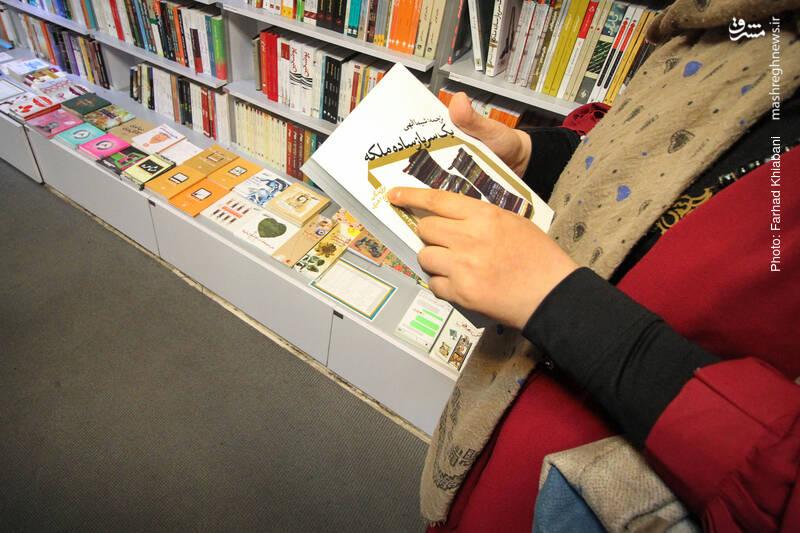 مجموعه داستان «یک سرباز ساده ملکه» مجموعهای از داستانهای برگزیده جایزه اُ. هنری در سال ۲۰۰۹ است که با ترجمه شیما الهی منتشر شده است. در این مجموعه ۱۷ داستان برگزیده در این جایزه به همراه مقدمه لائرا فرمن سردبیر انتشار این مجموعه درج شده است.