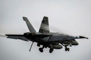 سقوط یک فروند جت جنگنده نیروی دریایی آمریکا در کالیفرنیا