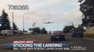 فرود اضطراری یک هواپیمای کوچک در خیابان