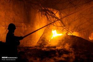 آتش سوزی دو کارخانه در شهرک شکوهیه قم
