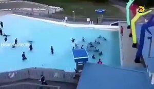 شنا کردن خاخامها با لباس در استخر! +فیلم