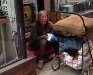 فیلم/ آواز غمانگیز زن ایرانی در خیابانهای آمریکا