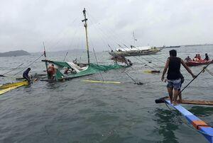 عکس/ واژگونی مرگبار سه کشتی در فیلیپین