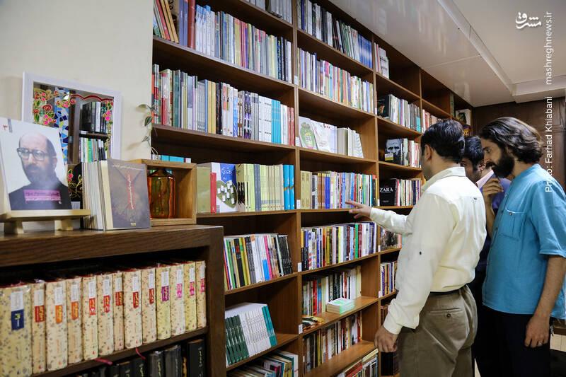 راهمان را در قفسه ادبیات ایران و جهان ادامه می دهیم.