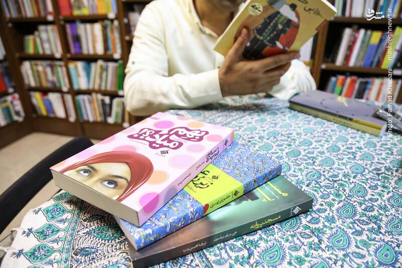 آرما با «مسجد پروانه»، «عشق زیر روسری» و «بهم میاد؟!» گوشههایی از سبک زندگی دختران مسلمان در آمریکا، انگلستان و استرالیا و دغدغههای دیندارانه آنان را نشان داد که هم از منظر سبک زندگی، جالب توجه است و هم از نظر روایت داستانی، پرکشش. دو اثر اول مستند داستانی هستند و سومی رمان و هرسه با برگردان محسن بدره، متولد 1365.