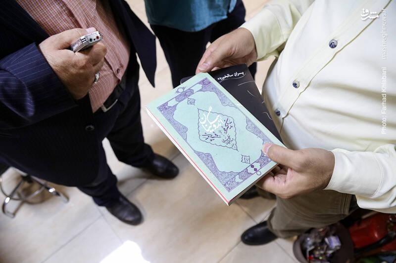حسامالدین مطهری با خبرنگاری کتاب آغاز کرد و یادداشتهای خوب و گیرایی نوشت که بعدها شکل کتاب به خود گرفتند؛ اما این روزها او را به عنوان داستاننویس میشناسیم. دو اثر اخیر او، تذکره اندوهگینان و پسران سالخورده را نشر اسم روانه بازار کرده که اولی رمان است و دومی مجموعه داستان. مطهری یک رمان (کلت 45) و یک مجموعه داستان (درخت به) هم در نشر آرما دارد. حسام با رمان «بیرونافتاده از کفن» نشر دیجیتال اثرش را نیز تجربه کرده است.