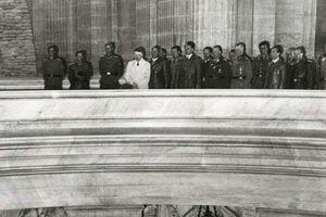 عکس/ هیتلر بر مزار ناپلئون