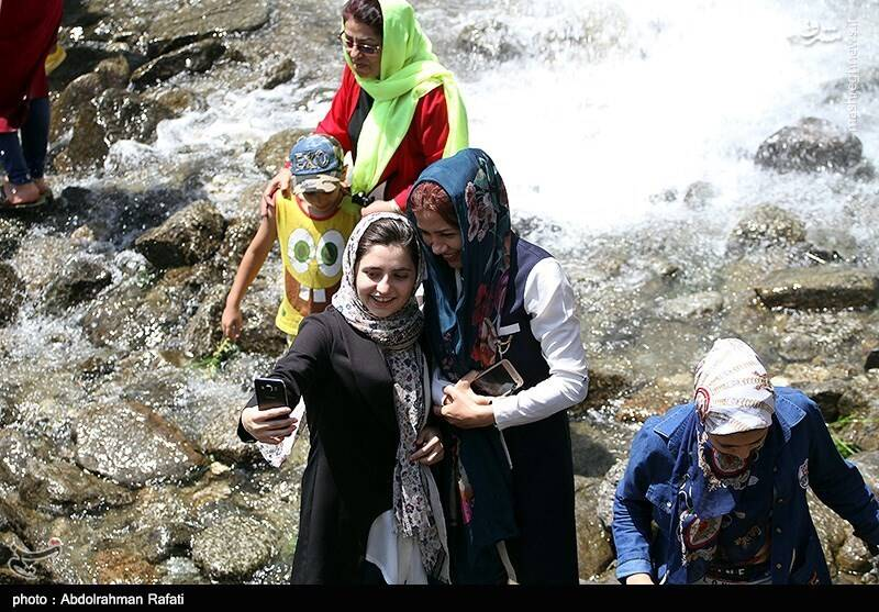 یک روز گرم تابستانی در آبشار گنجنامه همدان